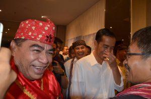 Bupati Halmahera Utara bersama Sekjen AMAN dan Jokowi