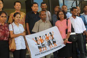 Foto Bersama ketua DPRD dan Anggota d Depan Kantor  DPRD